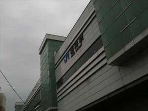 どんよりなJR福井駅