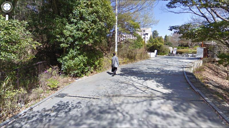 歩いてる人がいる・・・