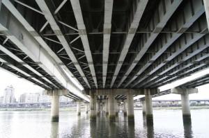 台北大橋の真下!