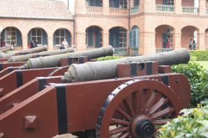 淡水河に向けた大砲