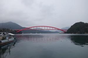 西郷湾にかかる西郷大橋