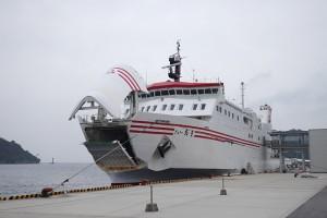 西郷港に戻り、フェリーおきの到着を見ました。