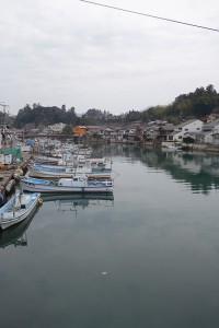 八尾川にとまる船々